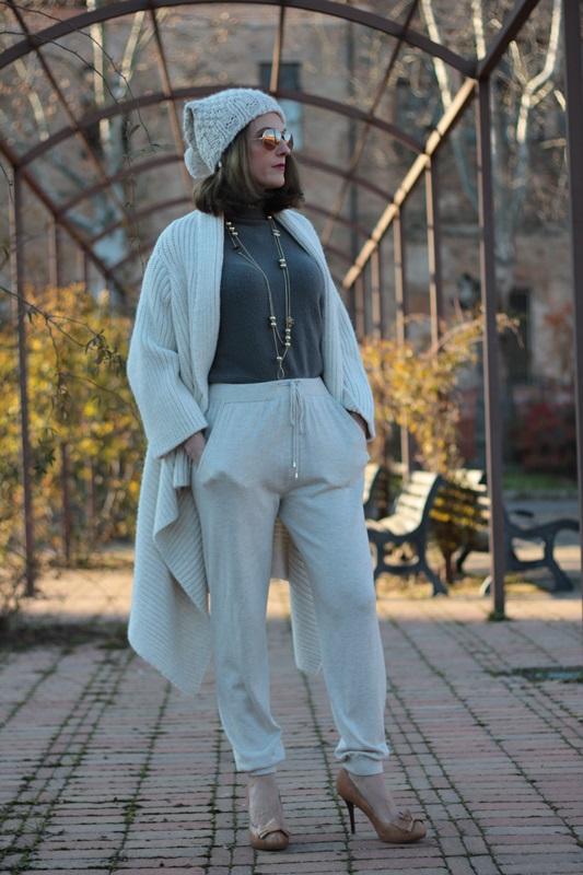 Fashion blogger, Fashion blog, Maggie Dallospedale fashion diary, fashion outfit, Sweatpants, 6