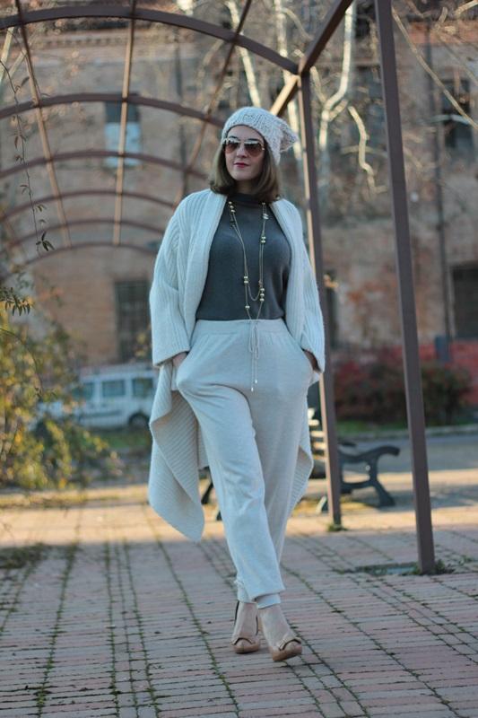 Fashion blogger, Fashion blog, Maggie Dallospedale fashion diary, fashion outfit, Sweatpants, 7