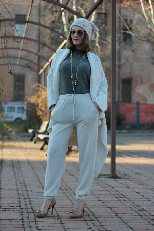 Fashion blogger, Fashion blog, Maggie Dallospedale fashion diary, fashion outfit, Sweatpants, 8