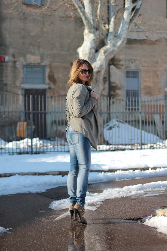 Fashion blogger, Fashion blog, Maggie Dallospedale fashion diary, fashion outfit, Fashion Blogger question, Army Chic Blazer, 13