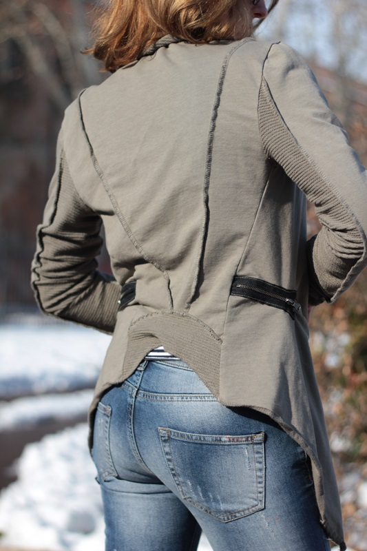 Fashion blogger, Fashion blog, Maggie Dallospedale fashion diary, fashion outfit, Fashion Blogger question, Army Chic Blazer, 6