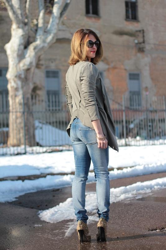 Fashion blogger, Fashion blog, Maggie Dallospedale fashion diary, fashion outfit, Fashion Blogger question, Army Chic Blazer, 8