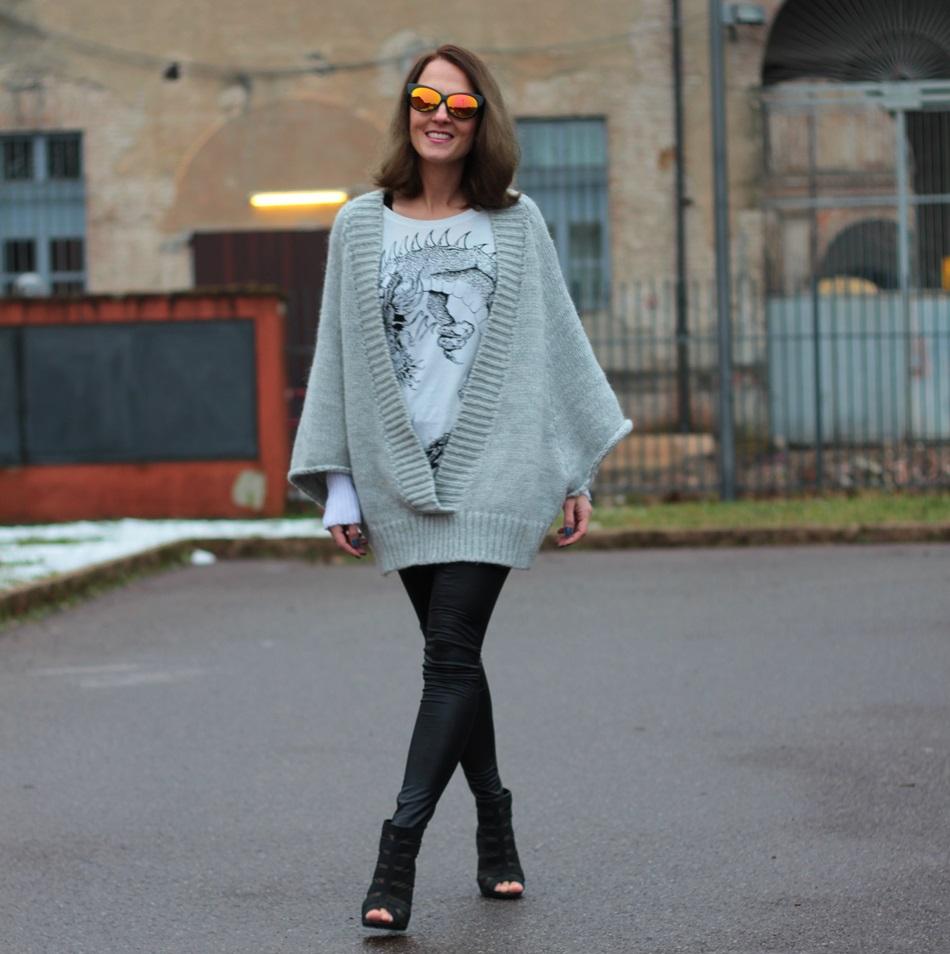 Fashion blogger, Fashion blog, Maggie Dallospedale fashion diary, fashion outfit, Fashion Blogger question, Glam Cowgirls, Dragon tee, Maxi Cardigan, 13