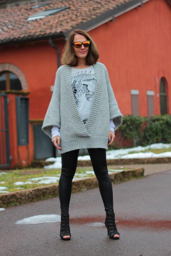 Fashion blogger, Fashion blog, Maggie Dallospedale fashion diary, fashion outfit, Fashion Blogger question, Glam Cowgirls, Dragon tee, Maxi Cardigan, 2