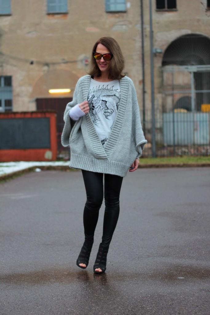 Fashion blogger, Fashion blog, Maggie Dallospedale fashion diary, fashion outfit, Fashion Blogger question, Glam Cowgirls, Dragon tee, Maxi Cardigan, 3