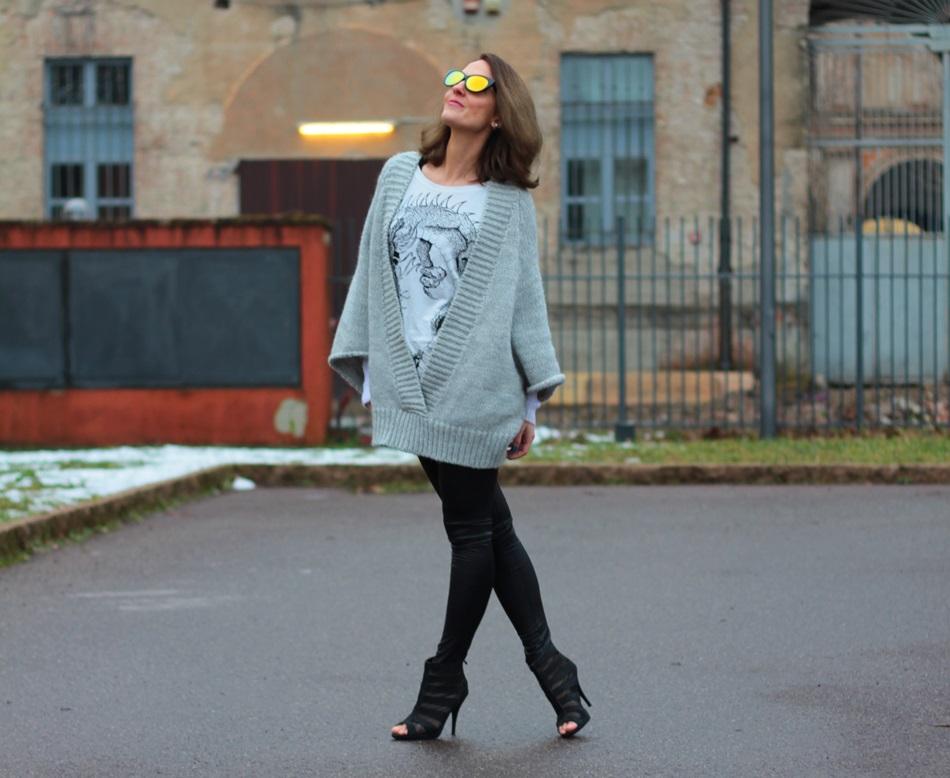 Fashion blogger, Fashion blog, Maggie Dallospedale fashion diary, fashion outfit, Fashion Blogger question, Glam Cowgirls, Dragon tee, Maxi Cardigan, 6