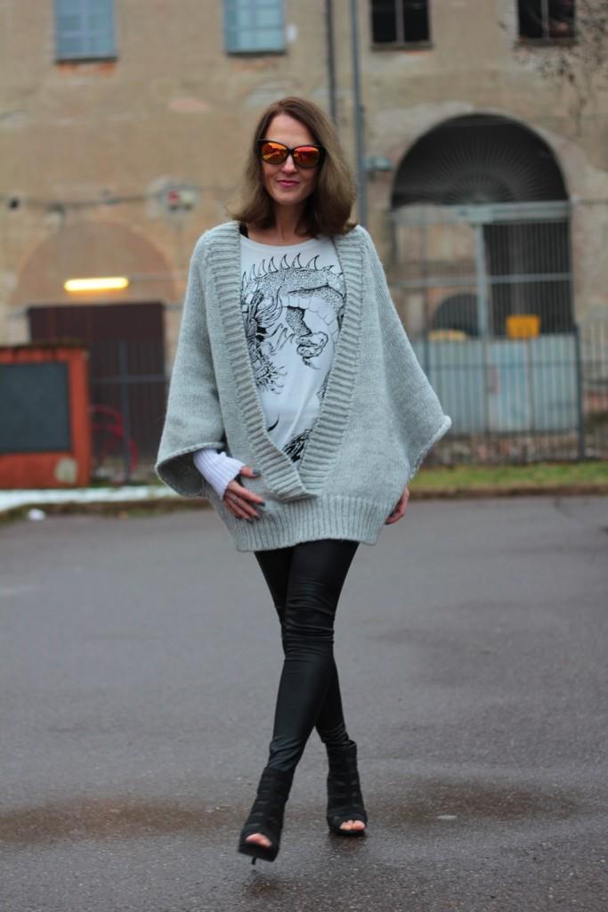 Fashion blogger, Fashion blog, Maggie Dallospedale fashion diary, fashion outfit, Fashion Blogger question, Glam Cowgirls, Dragon tee, Maxi Cardigan, 7
