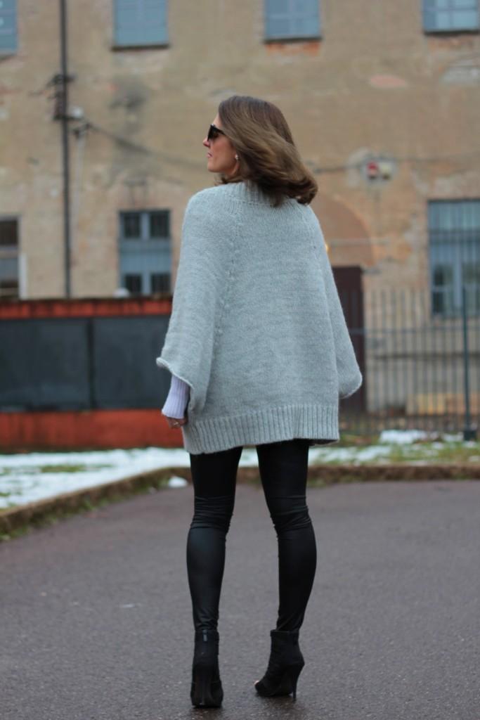 Fashion blogger, Fashion blog, Maggie Dallospedale fashion diary, fashion outfit, Fashion Blogger question, Glam Cowgirls, Dragon tee, Maxi Cardigan, 9