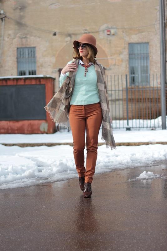 Fashion blogger, Fashion blog, Maggie Dallospedale fashion diary, fashion outfit, Fashion Blogger question, Mint Sweater , 1