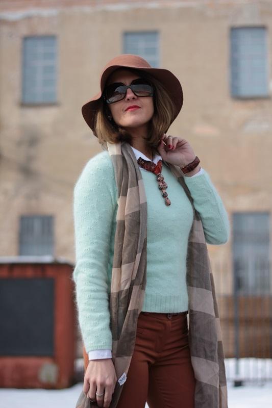 Fashion blogger, Fashion blog, Maggie Dallospedale fashion diary, fashion outfit, Fashion Blogger question, Mint Sweater , 10