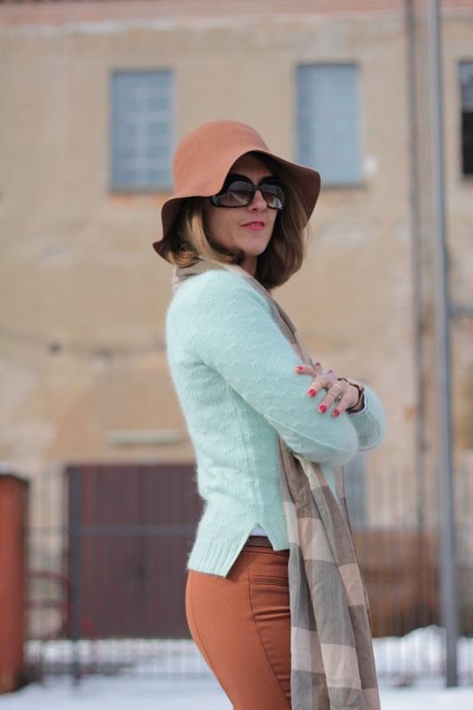 Fashion blogger, Fashion blog, Maggie Dallospedale fashion diary, fashion outfit, Fashion Blogger question, Mint Sweater , 2
