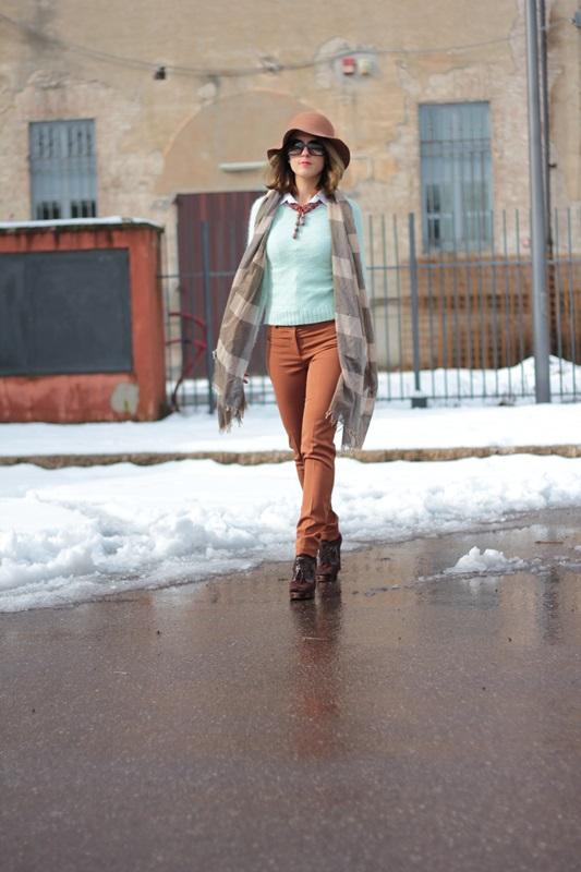 Fashion blogger, Fashion blog, Maggie Dallospedale fashion diary, fashion outfit, Fashion Blogger question, Mint Sweater , 3