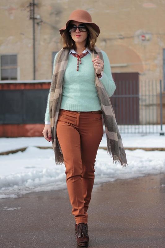 Fashion blogger, Fashion blog, Maggie Dallospedale fashion diary, fashion outfit, Fashion Blogger question, Mint Sweater , 4