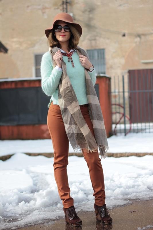Fashion blogger, Fashion blog, Maggie Dallospedale fashion diary, fashion outfit, Fashion Blogger question, Mint Sweater , 5