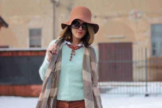 Fashion blogger, Fashion blog, Maggie Dallospedale fashion diary, fashion outfit, Fashion Blogger question, Mint Sweater , 8