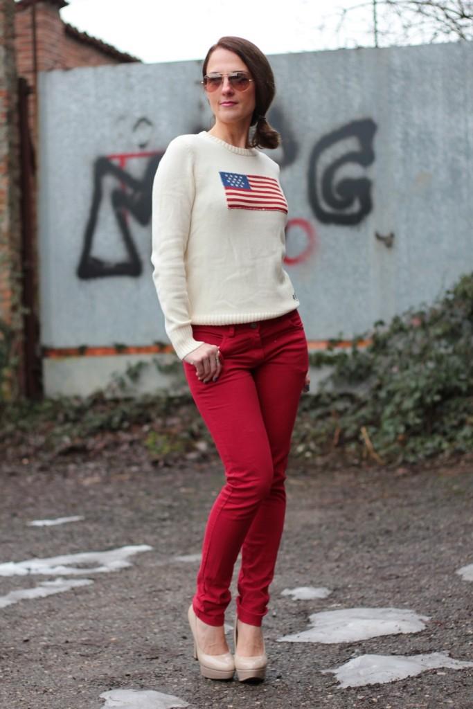 Fashion blogger, Fashion blog, Maggie Dallospedale fashion diary, fashion outfit, Fashion Blogger question, Red pants, Flag sweater, 1