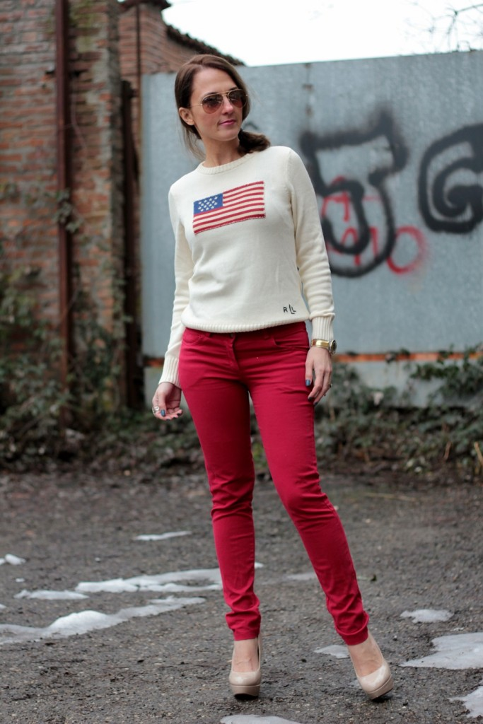 Fashion blogger, Fashion blog, Maggie Dallospedale fashion diary, fashion outfit, Fashion Blogger question, Red pants, Flag sweater, 11