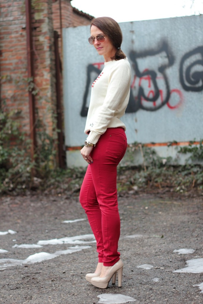 Fashion blogger, Fashion blog, Maggie Dallospedale fashion diary, fashion outfit, Fashion Blogger question, Red pants, Flag sweater, 5