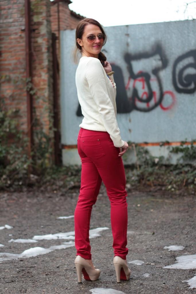 Fashion blogger, Fashion blog, Maggie Dallospedale fashion diary, fashion outfit, Fashion Blogger question, Red pants, Flag sweater, 8