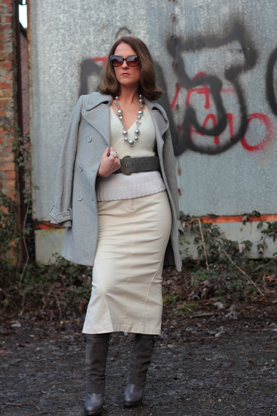 White long Skirt (total white and grey accessories)