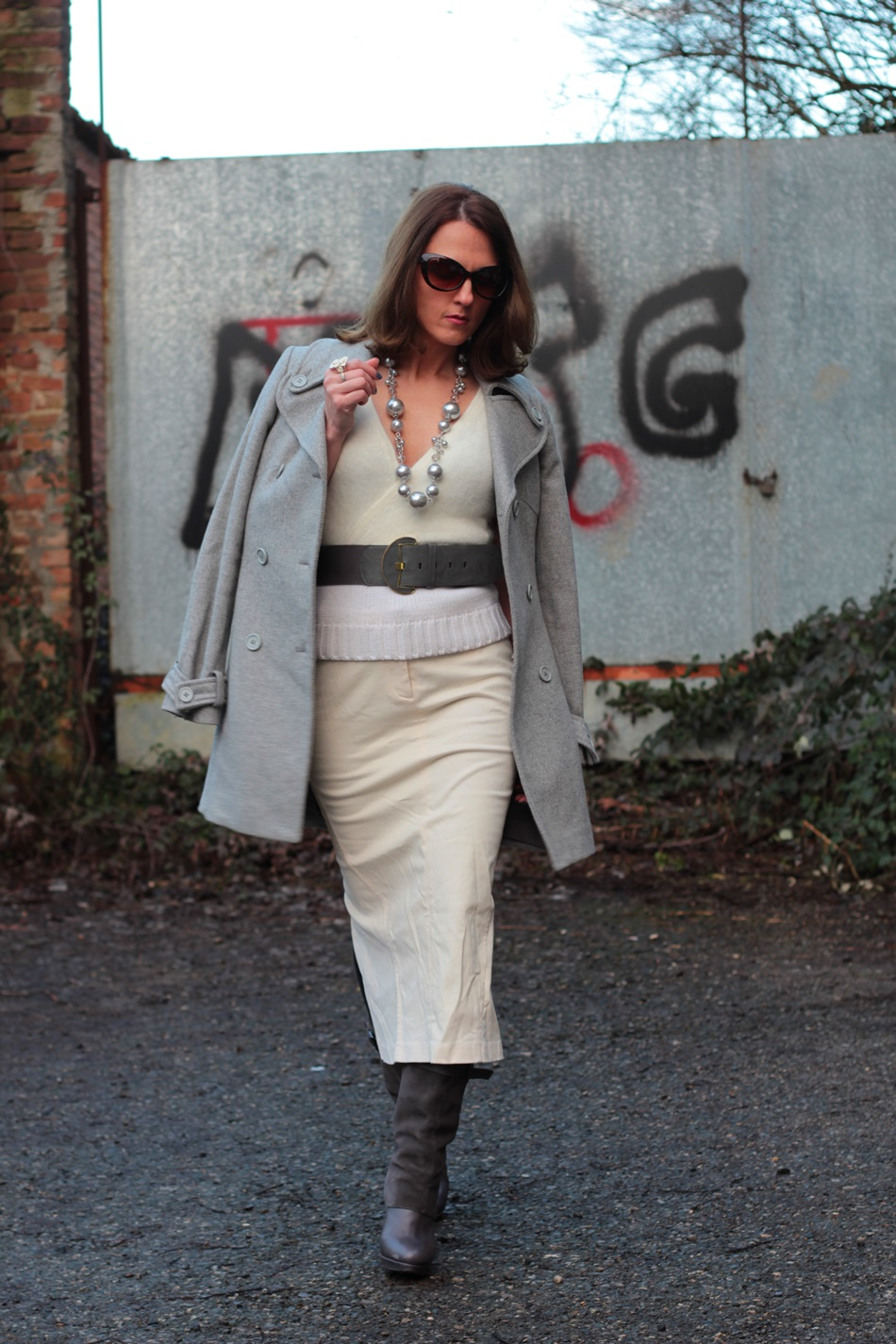 white long skirt total white and grey accessories