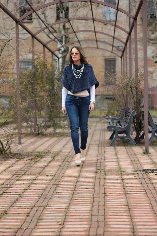 Fashion blogger, Fashion blog, Maggie Dallospedale fashion diary, fashion outfit, Blue Jeans, 1
