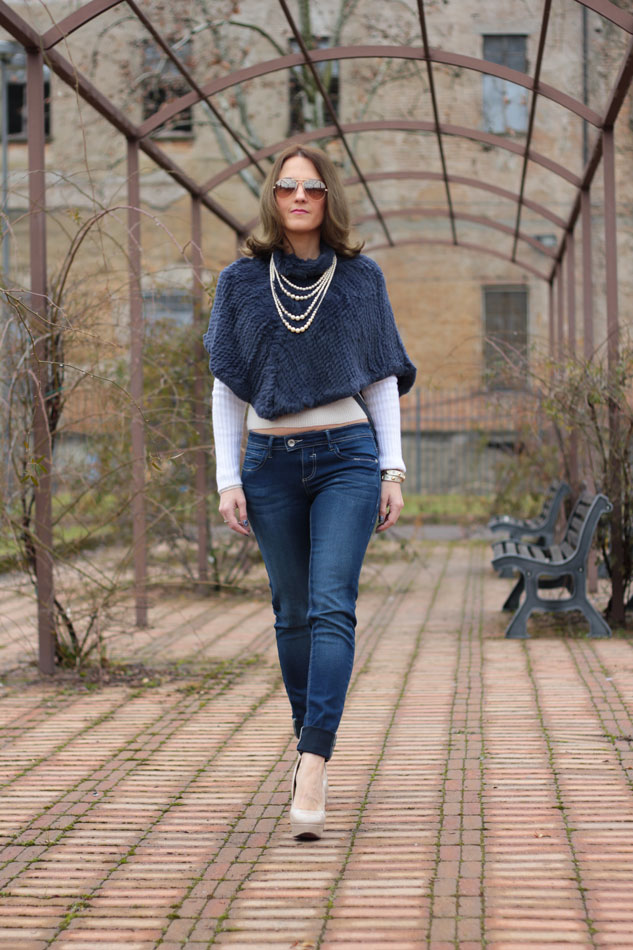 Fashion blogger, Fashion blog, Maggie Dallospedale fashion diary, fashion outfit, Blue Jeans, 3