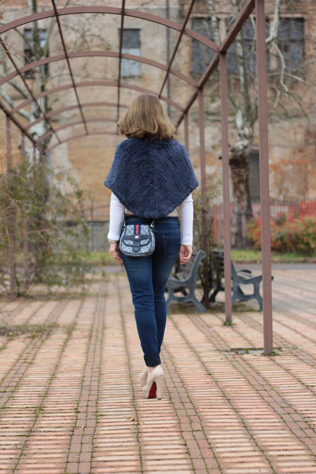 Fashion blogger, Fashion blog, Maggie Dallospedale fashion diary, fashion outfit, Blue Jeans, 6