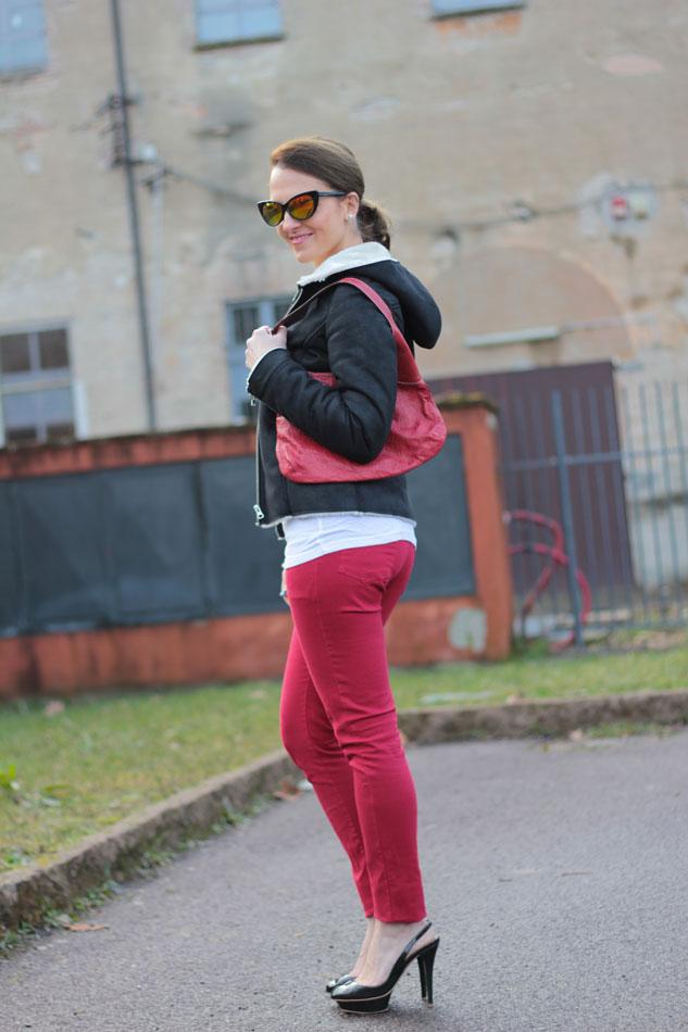 Fashion-blogger,-Fashion-blog,-Maggie-Dallospedale-fashion-diary,-fashion-outfit,-sweatshirt,-Red-pants,-11