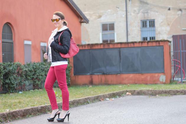 Fashion-blogger,-Fashion-blog,-Maggie-Dallospedale-fashion-diary,-fashion-outfit,-sweatshirt,-Red-pants,-12
