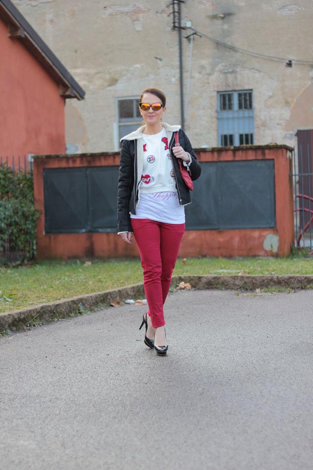 Fashion-blogger,-Fashion-blog,-Maggie-Dallospedale-fashion-diary,-fashion-outfit,-sweatshirt,-Red-pants,Felpa, -2