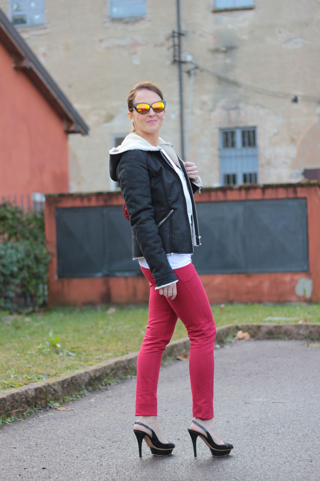 Fashion-blogger,-Fashion-blog,-Maggie-Dallospedale-fashion-diary,-fashion-outfit,-sweatshirt,-Red-pants,-5