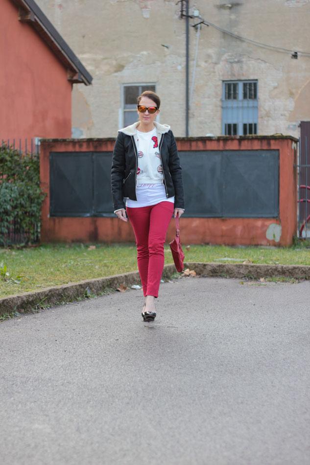 Fashion-blogger,-Fashion-blog,-Maggie-Dallospedale-fashion-diary,-fashion-outfit,-sweatshirt,-Red-pants,-6