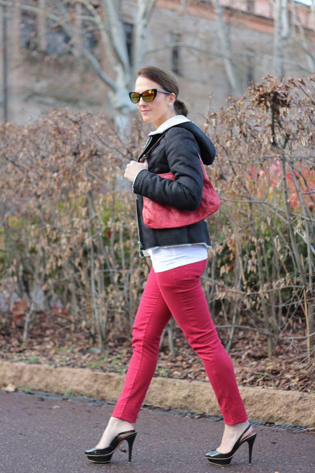 Fashion-blogger,-Fashion-blog,-Maggie-Dallospedale-fashion-diary,-fashion-outfit,-sweatshirt,-Red-pants,-7