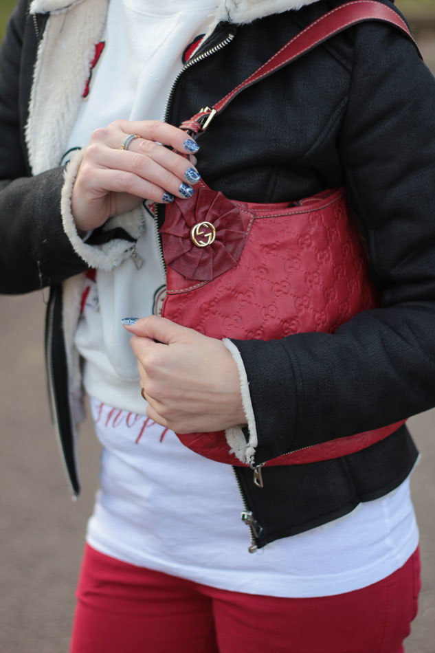Fashion-blogger,-Fashion-blog,-Maggie-Dallospedale-fashion-diary,-fashion-outfit,-sweatshirt,-Red-pants,-8