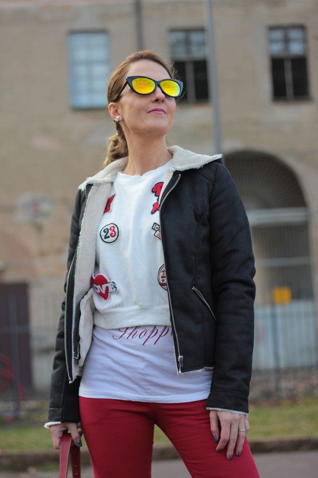 Fashion-blogger,-Fashion-blog,-Maggie-Dallospedale-fashion-diary,-fashion-outfit,-sweatshirt,-Red-pants,-9