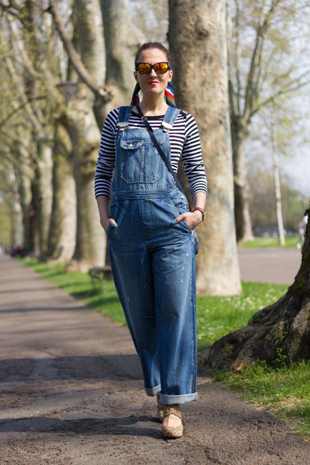 Fashion blogger Maggie Dallospedale fashion diary, fashion outfit, Overalls Style,