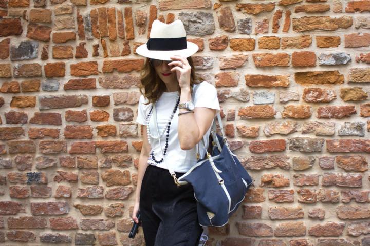 Travel outfit come vestirsi per viaggiare in auto