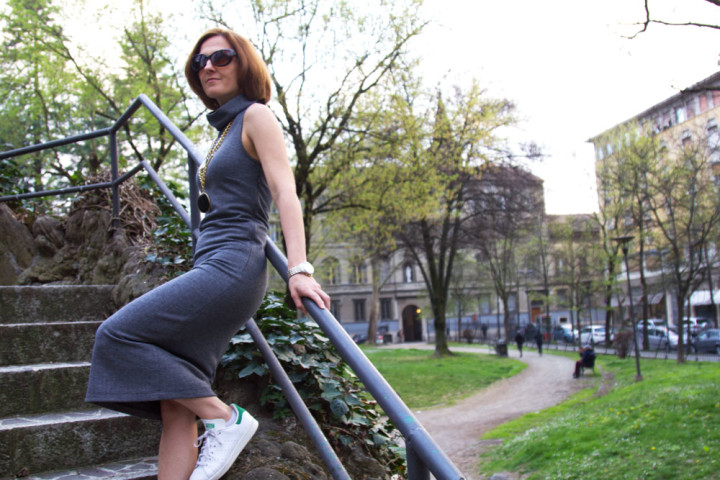 Ribbed midi dress per un outfit casual (OOTD)