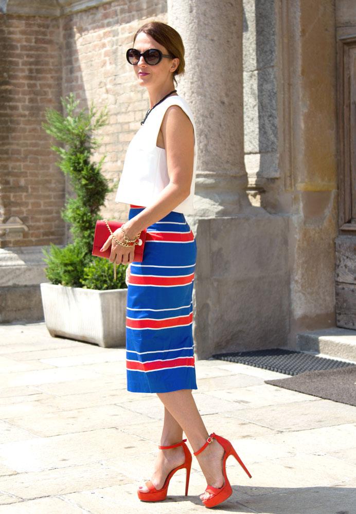 Maggie Dallospedale, Fashion blogger, Pencil skirt, red mini bag, Chanel sunglasses, Sante Sandals, Clips