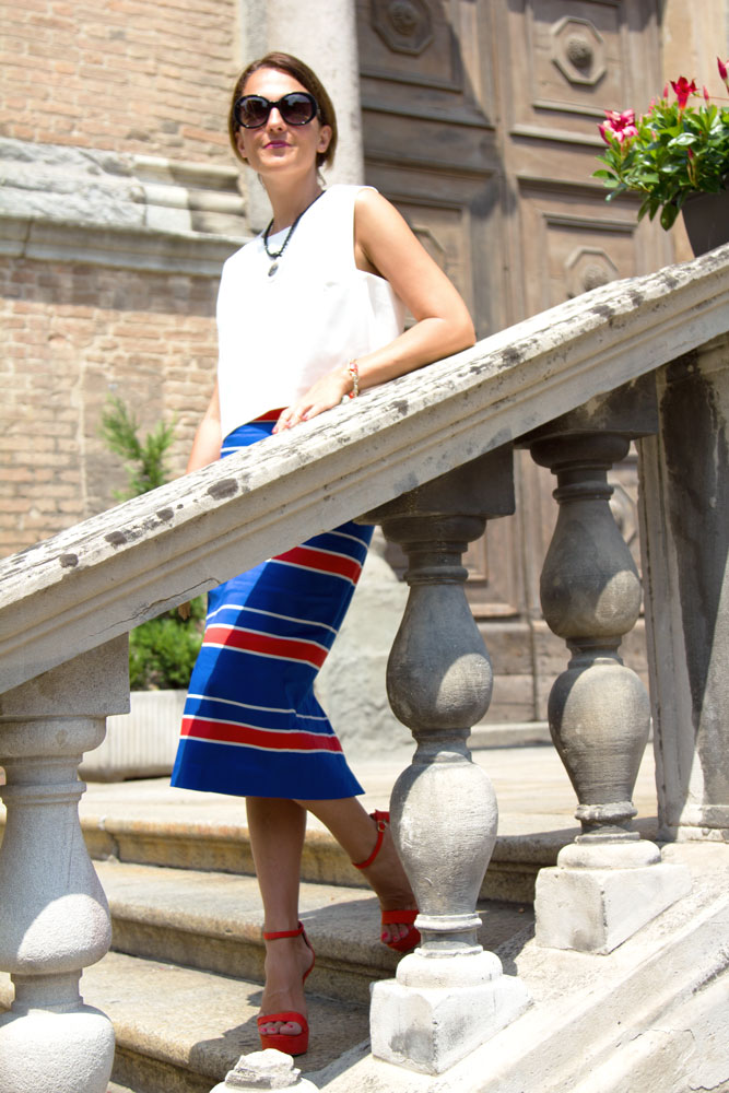 Piacenza, Maggie Dallospedale, Fashion blogger, Pencil skirt, red mini bag, Chanel sunglasses, Sante Sandals, Clips