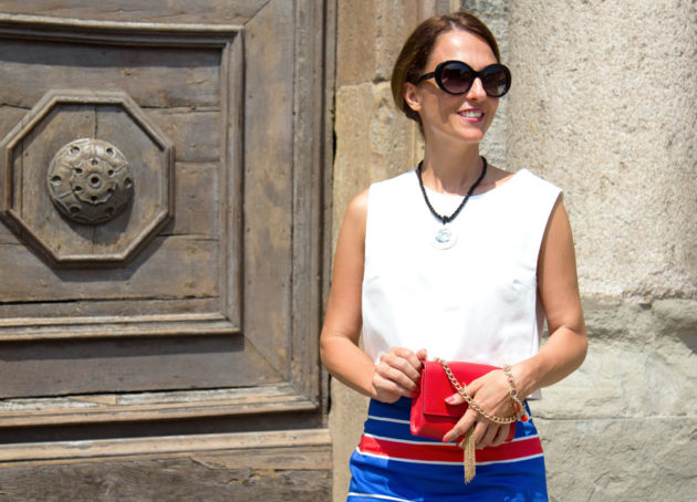 Maggie Dallospedale, Fashion blogger, Pencil skirt, red mini bag, Chanel sunglasses, Sandals