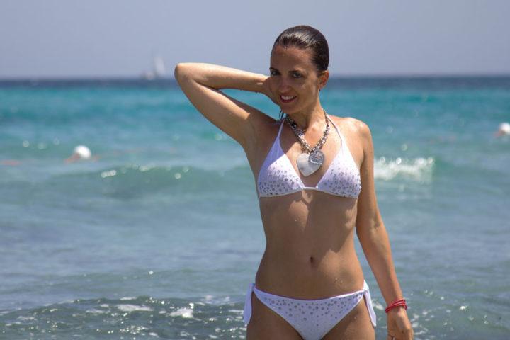 White bikini tempestato di swarosky firmato TooMuch beachwear