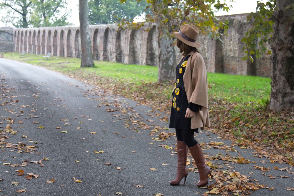 Seventy Style with Mamatayoe dress and special necklace Rue des Mille