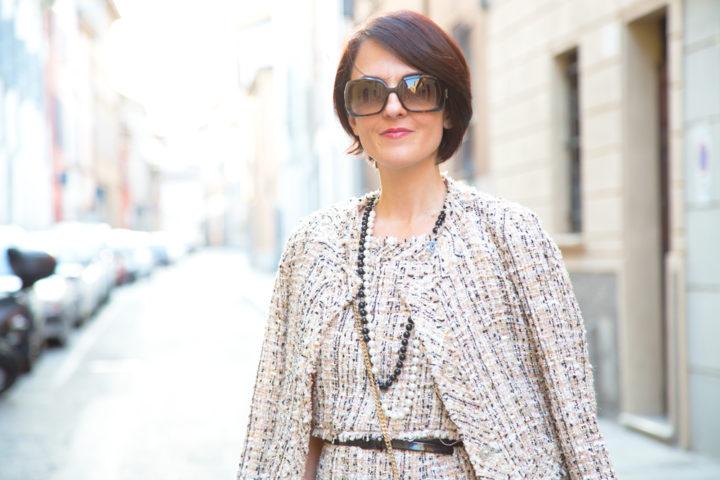 Summer bon ton outfit con abito a trapezio e giacca (Chanel Style)