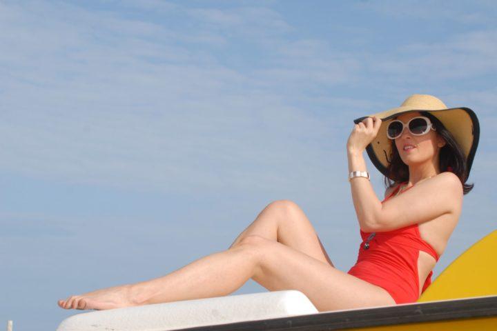 Costume intero rosso, come essere glamour anche in spiaggia