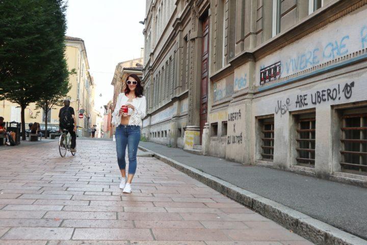 Blazer bianco: il momento perfetto per indossarlo con un look casual