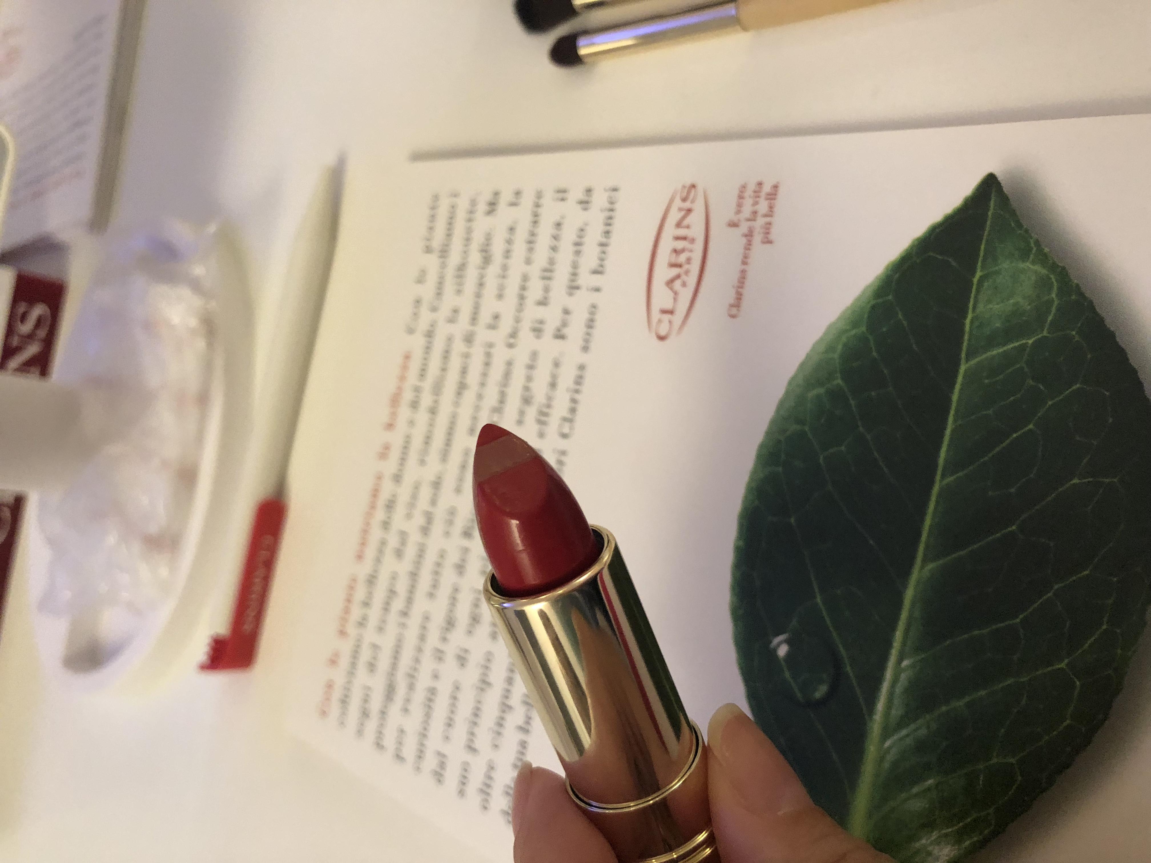 Skin Illusion fondotinta e Joli Rouge & Black, le novità di Clarins