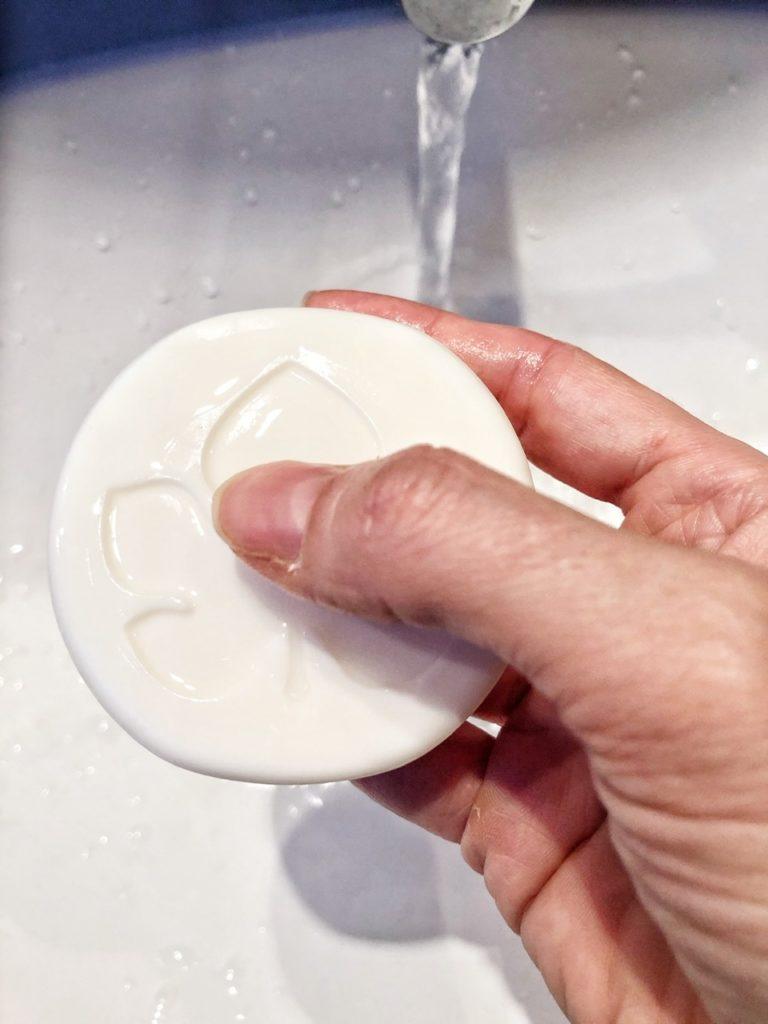Solido: lo shampoo doccia con finocchio bio di Biofficina Toscana