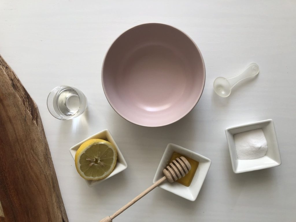 Maschera antirughe fatta in casa (miele, bicarbonato di sodio e limone)